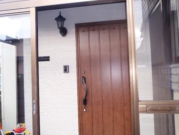 元からあったものを生かしながらも、おしゃれな玄関にすっかり変わりました。