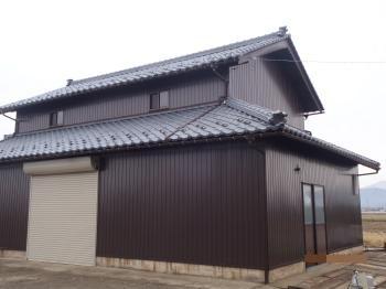 外壁、屋根のリフォームで倉庫が一新されました。