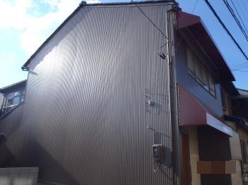 地震や火災に強い耐震ボードを使用し、外装リフォームされました。