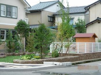 広い敷地に家庭菜園が楽しくなる緑豊かなお庭が出来ました。