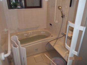 ヒートショックをおこしやすいといわれる寒いお風呂が新しくなり、高齢の両親が疲れを癒せる暖かい浴室になりました。