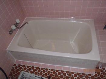 ホームページをご覧になりご用命いただきました。浴槽のみの入替工事で手軽でリーズナブルにリフォームすることができました。