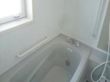 サビやカビが気になっていた浴室内がキレイになりました。小さな修繕で気持ちよく入浴することができますね。