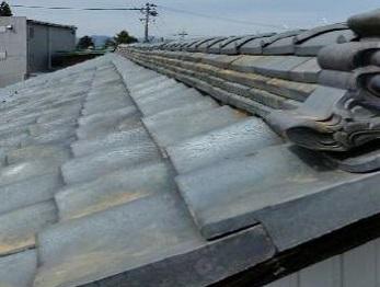 屋根瓦の補修で見た目も美しく耐震性・耐風性が向上されました。