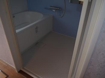 お風呂が古くなったためホームページを見て依頼しました。ガス給湯器入れ替えもお願いしました。お風呂が新しくなり快適です!