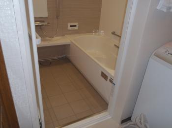 ネットの施工例を見て依頼しました。仕事が丁寧です!施工に満足、暖かくなったお風呂に満足、今後のリフォームもお願いします。
