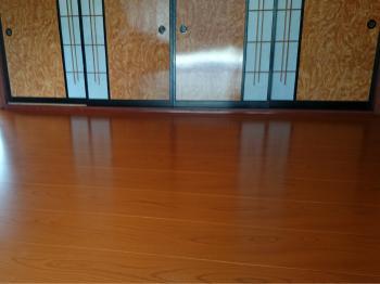 床材が豪華で新築したように見違えました。梅雨時に裸足で歩いても気持ちが良いのが嬉しいです。