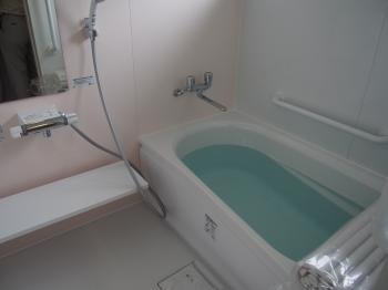 浴室の寒さが辛く我慢しながらお風呂に入っていました。銭湯に行くことが多かったのですがリフォームしたことで自宅でのんびりできるのが一番の贅沢です。