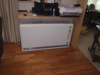 へや暖ねぇ断熱リフォーム後、確実に暖かくなりました。冬はこの蓄熱式暖房器で快適に過ごせますね。