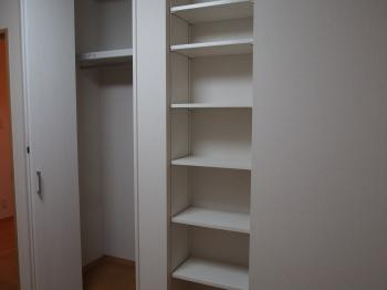 子ども部屋で必要となるクローゼットと本棚で間仕切り。空間を有効活用した間仕切りリフォーム。お子様の喜ばれた姿が目に浮かびます。