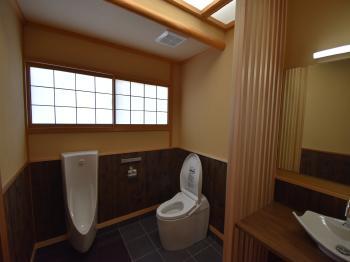 細部にわたってこだわり、純和風で落ち着いたハイグレードなトイレ空間。