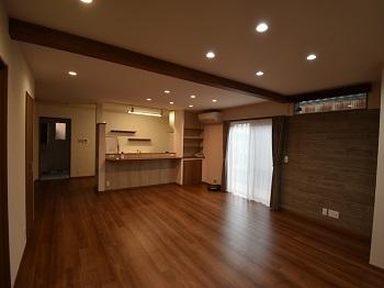 玄関にはシューズクローク、リビングや2階には広い納戸とクローゼットで収納力たっぷり!キッチンを中心とした家事ラク間取りは家族の絆が深まります。