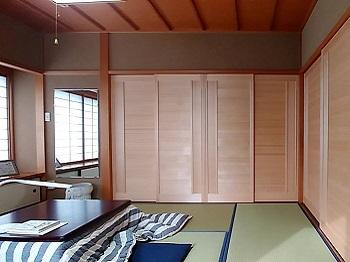 古民家に用いられている板戸。ハイグレードな板戸で趣ある落ち着いた和室になりました。